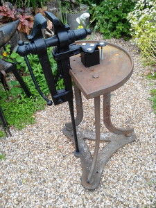 blacksmith leg vice stand